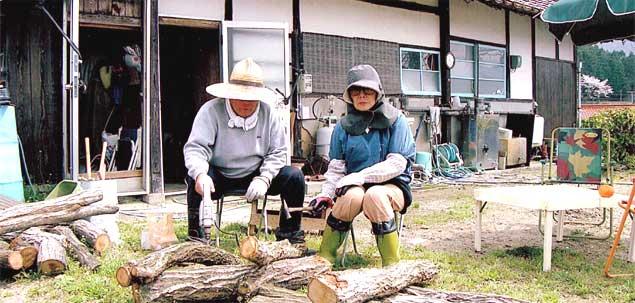 空き家を活用し、家庭菜園を楽しむ夫婦